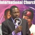 Makandiwa cracks hilarious joke (Video)