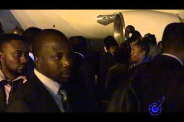 Video of Mugabe arriving back from holiday