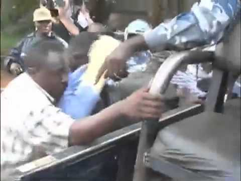Dictatorship in Uganda – Presidential candidate beaten up by security agents (2011)