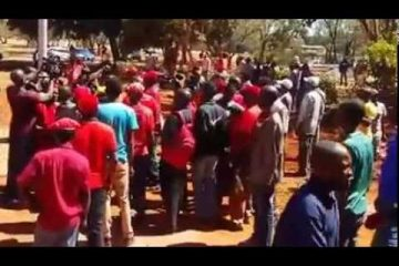 Mugabe must go – NERA protesters chanting at Harare Magistrates court